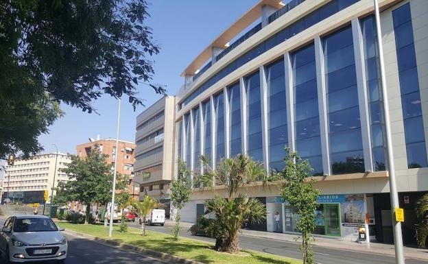 Hacienda reubicar sus servicios en varios edificios for Oficinas de correos en malaga capital
