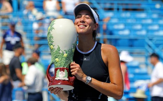 Garbiñe Muguruza posa con el trofeo de Cincinnati. /USA TODAY Sports