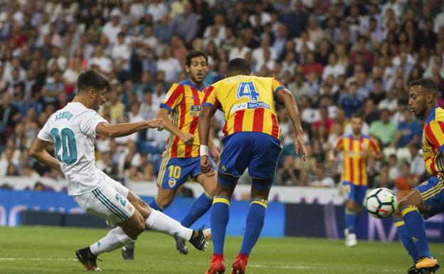 Asensio dispara para adelantar al Real Madrid.