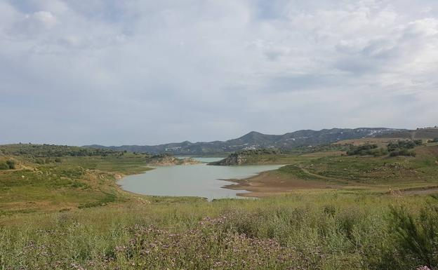 El descenso del agua del embalse lleva tiempo mostrando suelos que debían estar cubiertos.