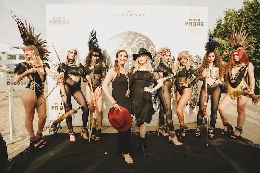 Fiesta de inauguración con María Bravo y la actriz Katheryn Winnik, famosa por la serie Vikingos.