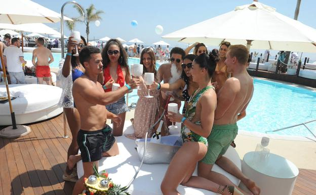 Inauguración, ayer, del beach club.