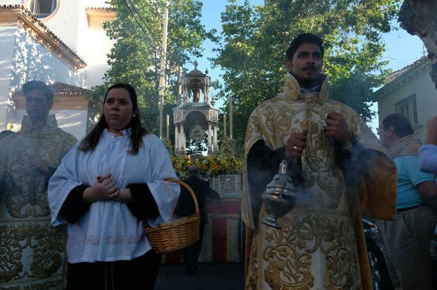 Pedregalejo vivió este jueves su propia procesión del Corpus Christi. :: p. sánchez/