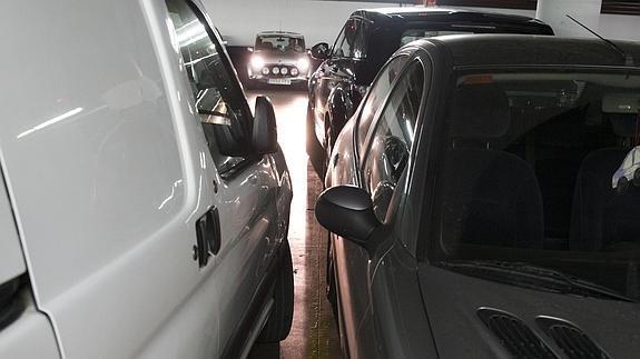 Un 'parking' con muchas estrecheces