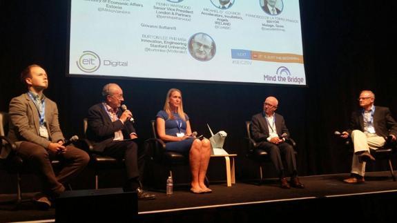 El alcalde de Málaga exhibe en Silicon Valley las bondades de la ciudad en innovación