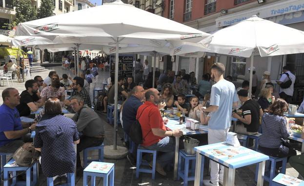Los bares y restaurantes podrán tener música fuera y dentro del local./SUR