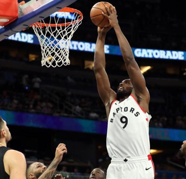 Serge Ibaka ejecuta un mate. /Kim Klement-USA TODAY Sports