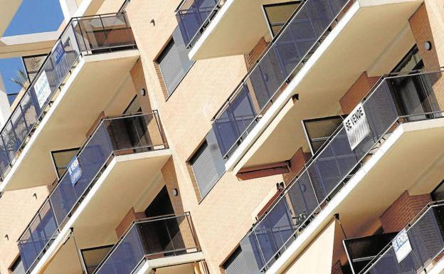 Los ayuntamientos se embolsan 65 millones extra gracias a viviendas y reformas sin declarar