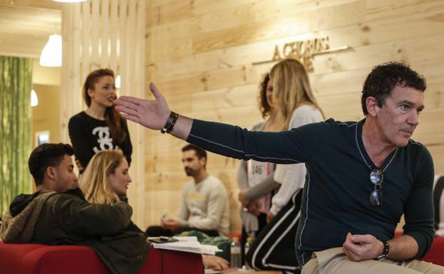 Antonio Banderas, ayer en ESAEM, donde se llevan a cabo las audiciones finales para 'A chorus line'. /Ñito Salas