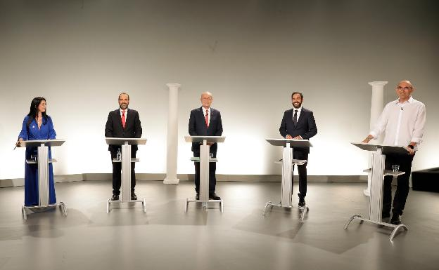 Los cinco candidatos, durante el debate