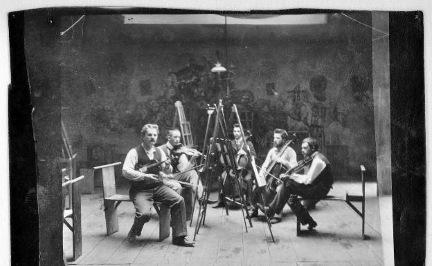 Además de pintor, Paul Klee fue poeta y músico. Aquí, el primero por la derecha. /SUR
