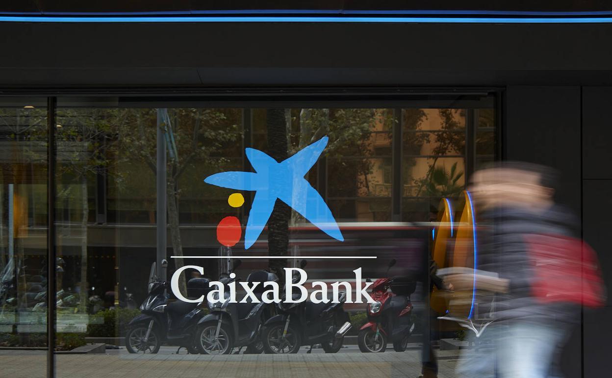Resultado de imagen de CaixaBank adelanta el pago de las pensiones