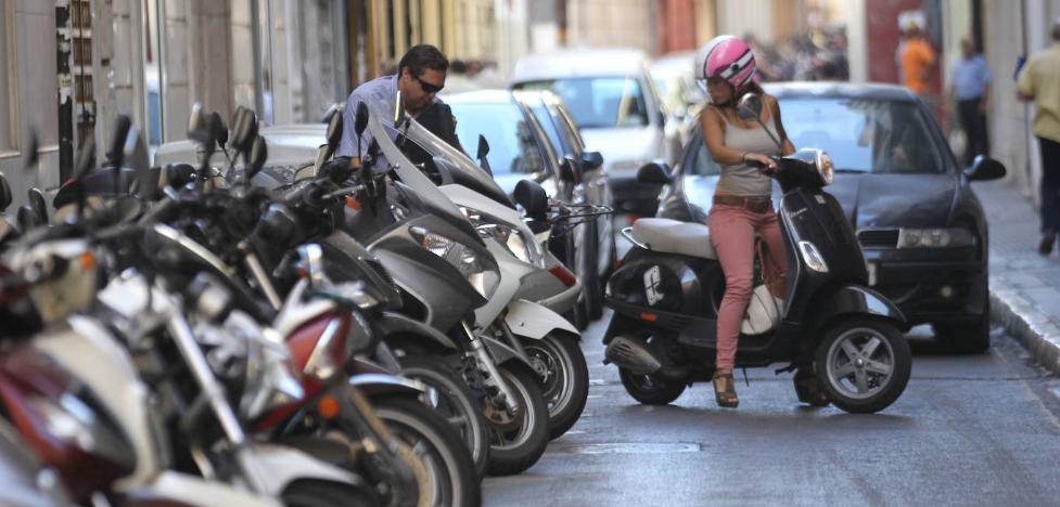 Coronavirus Málaga: Las motos y los ciclomotores se convierten en los vehículos de la nueva movilidad 1