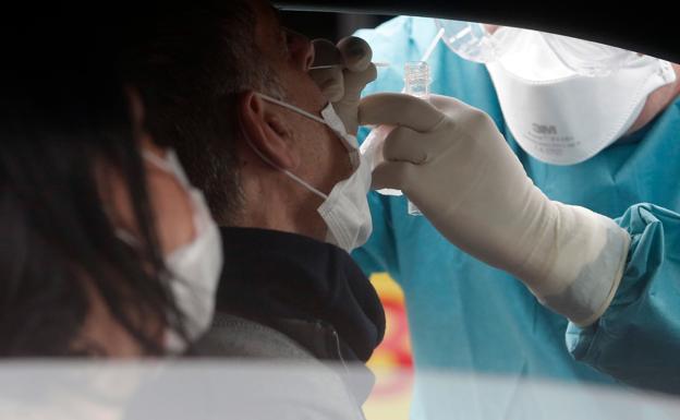 Andalucía suma 3.937 casos en 24 horas, unos mil más que el martes pasado, y 34 muertes