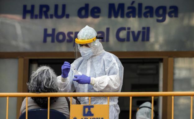 Coronavirus en Málaga: Las hospitalizaciones aumentan un 35% en una semana que deja otros 18 fallecidos