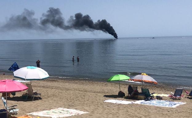 Sucesos Narcos Prenden Fuego A Una Lancha Frente A Una Playa De Marbella Tras Una Persecución Diario Sur
