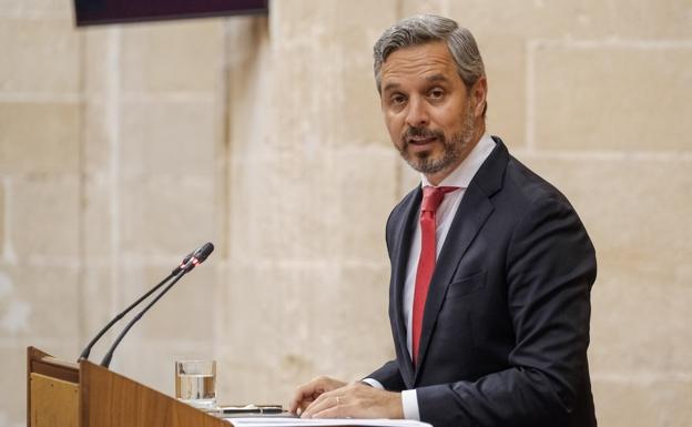 El ministro de Hacienda, Juan Bravo, compareció este jueves en el Parlamento / Sur