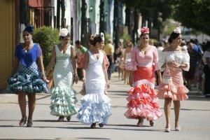 e135668b1 Vestidos más cortos y espaldas al descubierto, tendencias flamencas ...